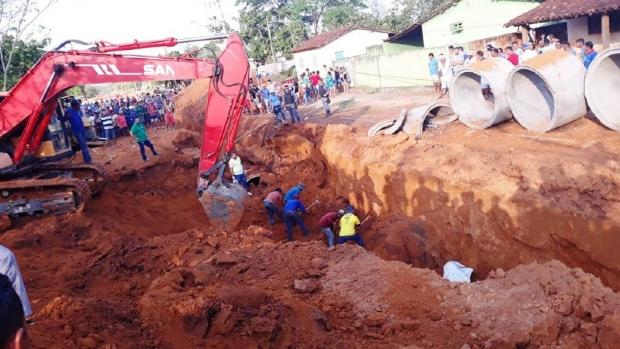Dois trabalhadores morrem soterrados e outro fica ferido em obra de prefeitura